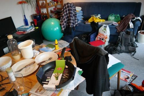 messy room pixabay